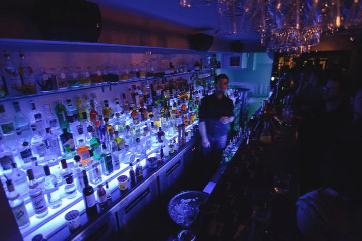 BARDOT - Fantastilised kokteilid auhinnatud baarmenidelt. Swing, bluus, rokihitid, soul ja jazz- muusika.