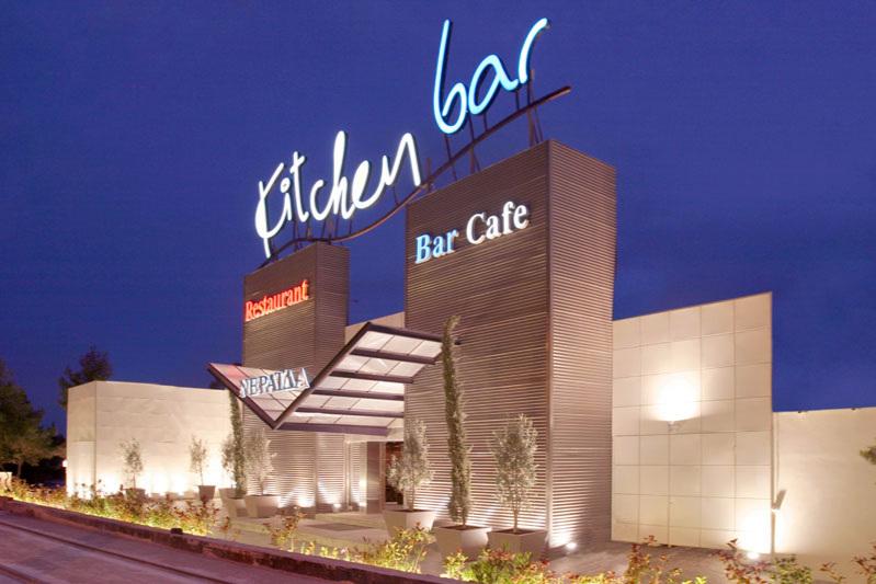 KITCHEN BAR - 2000m2 täitev baar-restoran Alimose linnajaos. Ateena rannapiirkonna kuumimaid kohti. Rock ja tantsumuusika kõikidest kümnenditest, peamiselt 80ndad ja 90ndad.