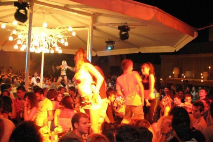 LOCA - Suur meinstriim klubi puhkusepiirkonnas Halkidikis. House, electro, R'n'B ja Kreeka popmuusika.