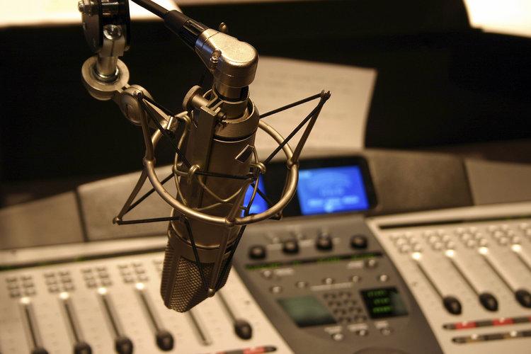 LOVE RADIO - Siin saab kuulata muusikademo, mille järel Panos valiti selle ülipopulaarse raadio saatejuhiks.