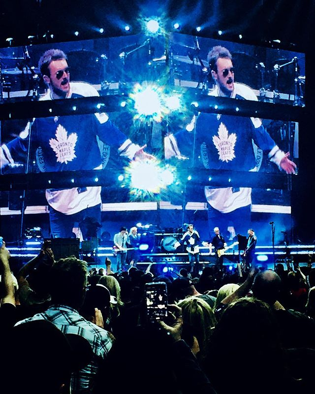 Still riding that higher high, where the high risers rise. ————————————————————— #ericchurch #doubledowntour #toronto #mapleleafs #jersey #roundherebuzz #country #outlaw #concert #tour #churchchoir