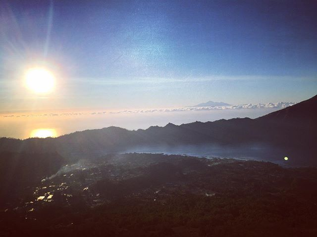 Balinese sunrise from the top of a volcano ——————————————————— #bali #indonesia #travel #world #sunrise #volcano #mountain #mountbatur #hike #countrysinger #country