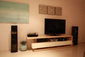 Coastal Classic Entertainment Unit rides the waves of style