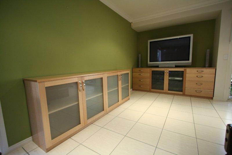 2-tasmanian-oak-entertainment-unit.jpg