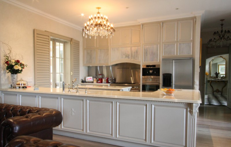 1-custom-kitchen-in-painted-solid-hoop-pine.jpg