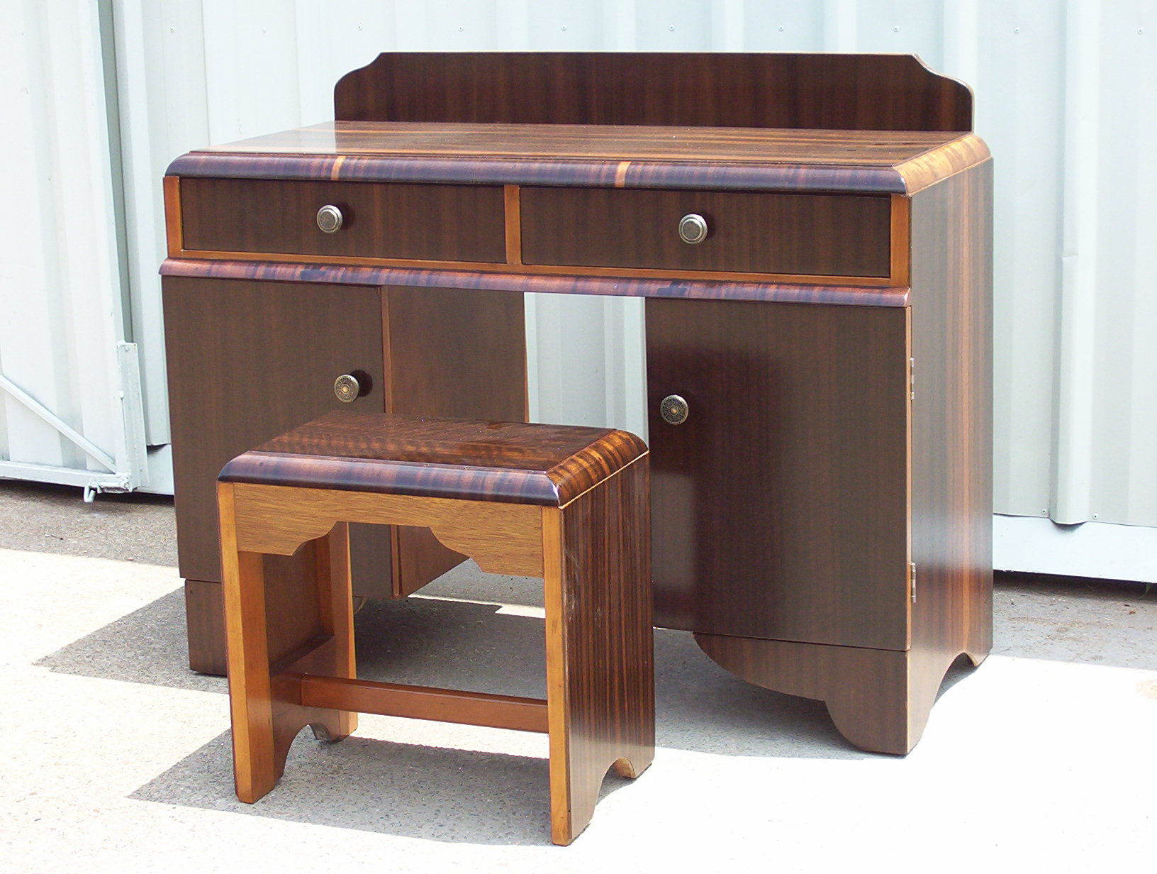 Qld_Walnut_Restored_Dressing_Table.JPG