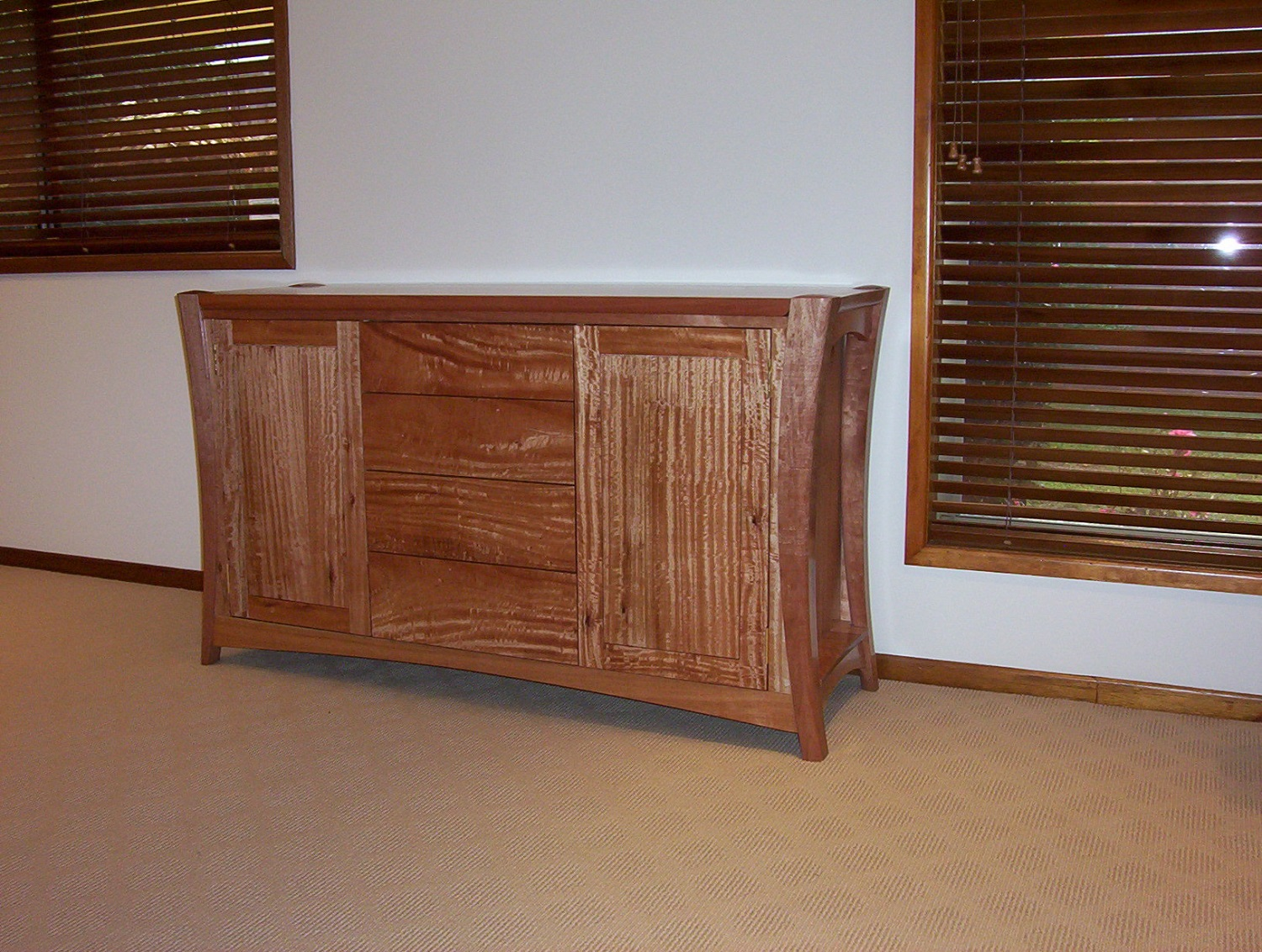 Using curved legs for the feature of this Sideboard. Once again Qld Maple is used for its striking detail