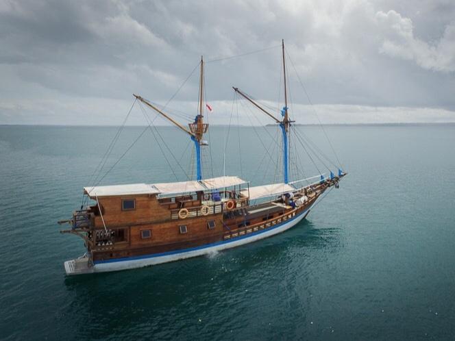 Boat+LOB+Raja+ampat.jpg