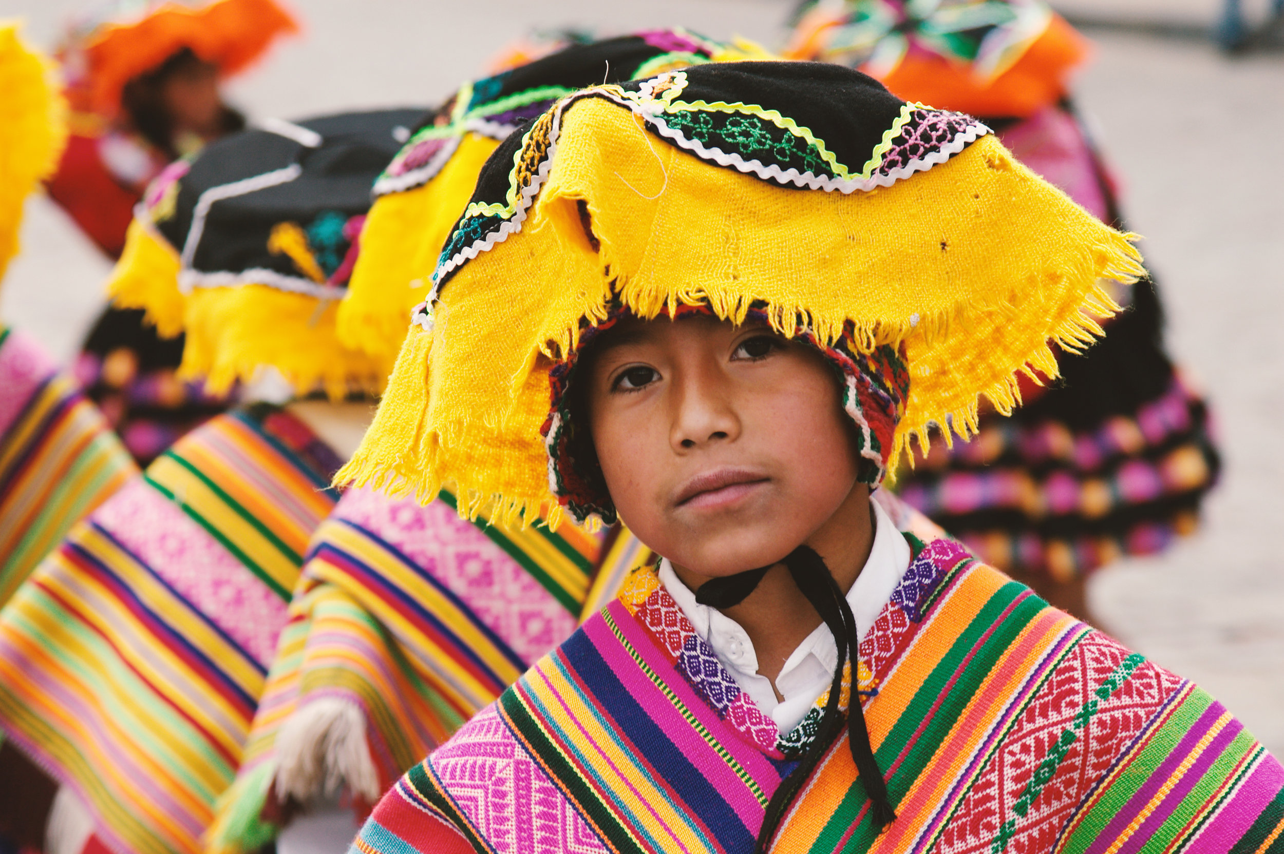 Portrait of a boy wearing traditional clothes in Peru, where ETIV do Brasil also develops projects in partnership with Otra Cosa Network, in Huanchaco