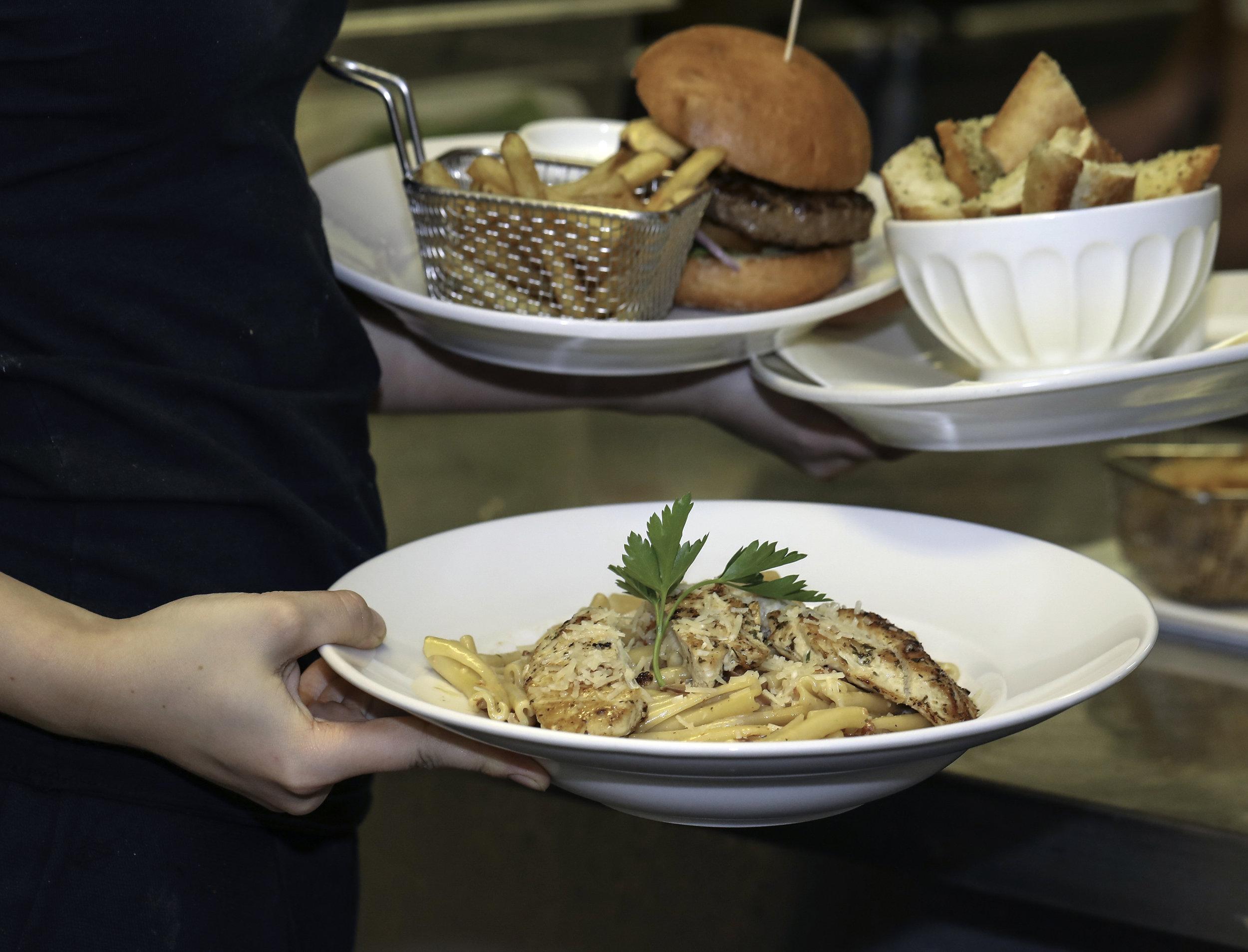 Restaurang - Dagens lunch Måndag till Fredag, Alingsås största salladsbuffé, en fantastisk À la carte meny och mycket mer!