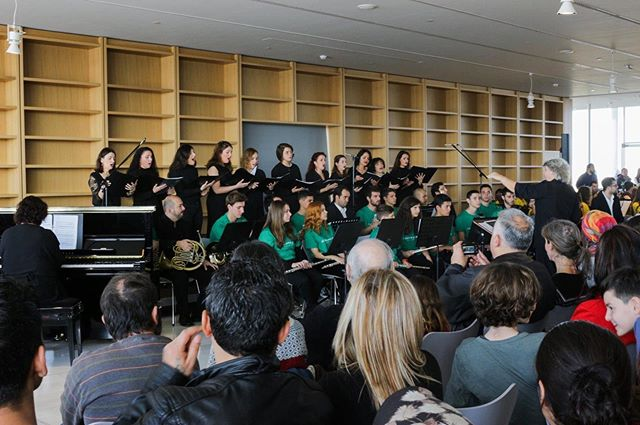 El Sistema Greece Youth Choir is looking for new members to unite their voices and share music experiences. Do you have musical knowledge? Have you been a member of a choir before? Join us!  Choir master: Antigoni Keretzi Weekly rehearsal: Saturday 10.00-13.00 at ESG headquarters First rehearsal: Saturday 14th of September Further information: angeliki@elsistema.gr | 210 822 5429 🎵🎵🎵🎵🎵 Η El Sistema Greece Youth Choir αναζητά νέα μέλη να ενώσουν τις φωνές τους και να μοιραστούν μουσικές εμπειρίες. Έχετε μουσική εμπειρία χορωδίας, τραγουδιού ή μουσικές γνώσεις; Σας περιμένουμε!  Τη χορωδία διευθύνει η Αντιγόνη Κερετζή Εβδομαδιαία πρόβα: Σάββατο 10.00-13.00 στο χώρο του ESG στην Κυψέλη.  Πρώτη πρόβα: Σάββατο 14 Σεπτεμβρίου Περισσότερες πληροφορίες: angeliki@elsistema.gr |210 8225429 📸Ευτυχία Βλάχου  #ElSistemaGreeceYouthChoir #singing #Rehearsal #ElSistemaGreece #WithRefugees #RefugeesWelcome #ExploreEverything #teachersofinstagram #instaclassical  #classicalMusic #musicianLife #MusiciansOfInstagram #Musician #BeOneOfUs #athens #greece  @hiltifoundation