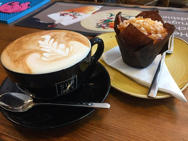 Why not pop in for a SUNDAY coffee & one of our yummy muffins? 😃 we have 4 types of muffins to choose from... Banoffee, Blueberry, Cranberry & White Chocolate and Triple Chocolate. Perfect 😊☕️ #bierhuisgrandcafe #beerhouse @sunday_collab_uk #muffins #coffee&muffins #yummy #16standrewsstreet #newbusinessventure #belgianinspired