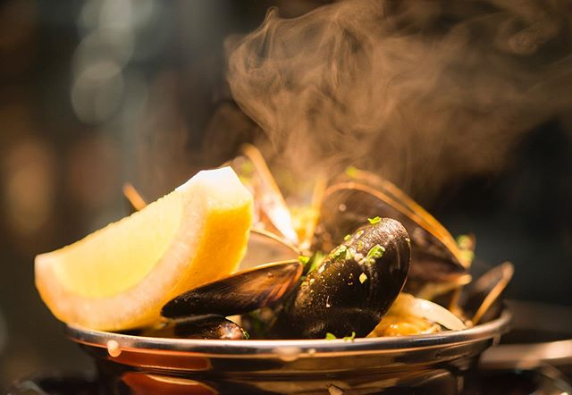 Mussels on your mind today? We have moules marinière & cream or moules with chorizo & bacon on our menu 😃. Fresh, local & delicious... You won't be disappointed! 😊 #bierhuisgrandcafe #beerhouse #stivescornwall #freshlocalmussels #belgianinspired #comeandvisit #belgium #16standrewsstreet #yummy #moulesmariniere #mouleswithchorizo&bacon