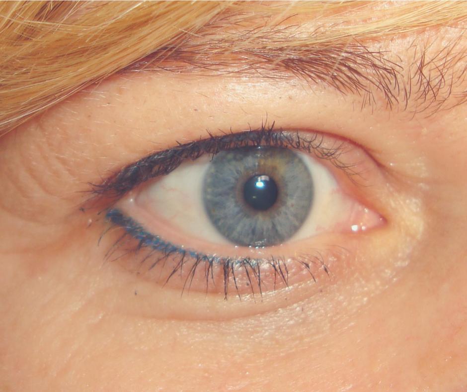 blue eyeliner.png