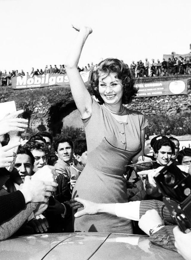 Sophia Loren, flashing her delicious armpit to the world. Photo credit unknown