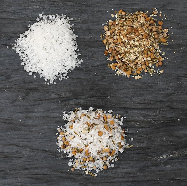 Fleur de sel aux épices grillées - Un régal pour les viandes grillées ou pour les marinades, elles vous feront voyager au coeur de l'Afrique et de l'Asie.