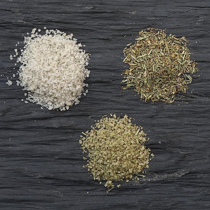 Sel fin spécial grillade - Du thym, du romarin, de la sariette, de la marjolaine, de l'origan et de l'hysoope à parsemer sur vos grillades