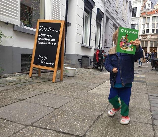 HAPPY gelukkige kiddos ✨ Elke week weer zoveel snoetjes die een lach maken op ons gezicht. Heerlijk is het om een kinderwinkel te hebben. . . De leukste klantjes 💕😊 Merci voor al die prachtige snoetjes.. . . #zusse #zussegent #kidsgent #kidsstore #happykiddos #bennesteeg #rozijntjes #tweedehands #kids #kinderen #leuksteklanten