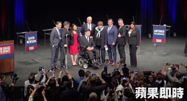 亞美政聯主席胡澤群及首席執行長Kim Yamasaki與候選人合照。張紫茵攝