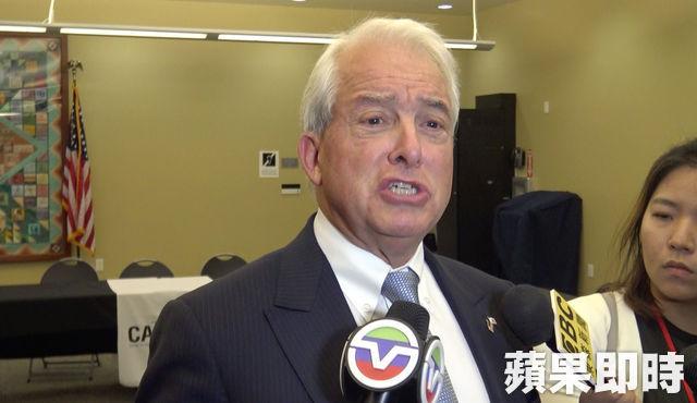 考克斯表示,有信心可以贏得初選,而民調領先亦是他遭到攻擊的原因。張紫茵攝