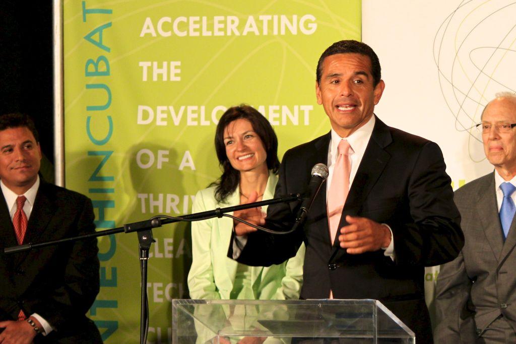 Mayor Villaraigosa praises the new Los Angeles Cleantech Incubator. JERRY GORIN/KPCC