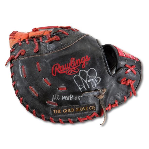 Albert-Pujols-2005-glove.jpg