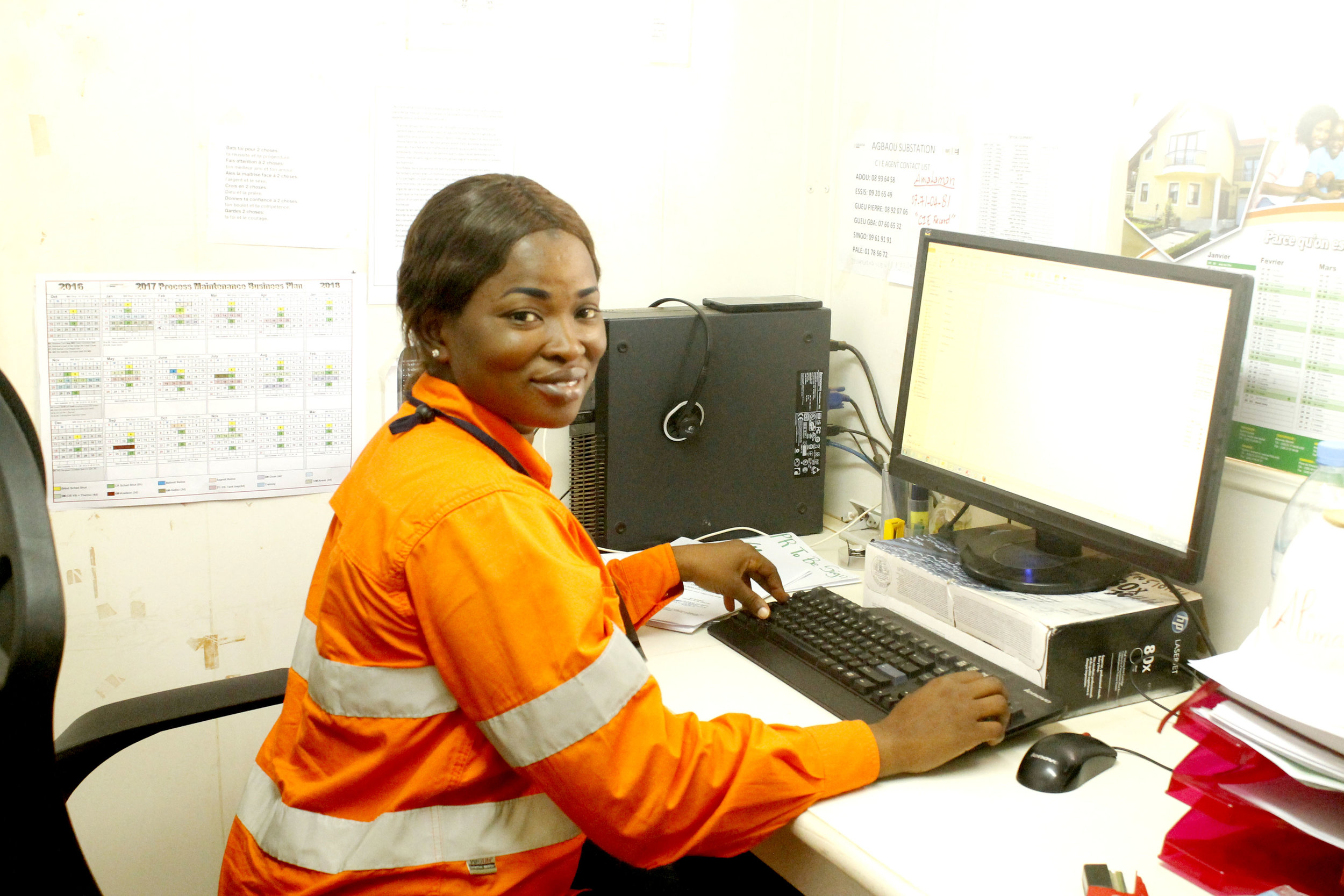 Ivorian_Women_in_Mining_IndustryːThe_smiling_face_of_the_scheduler.jpg
