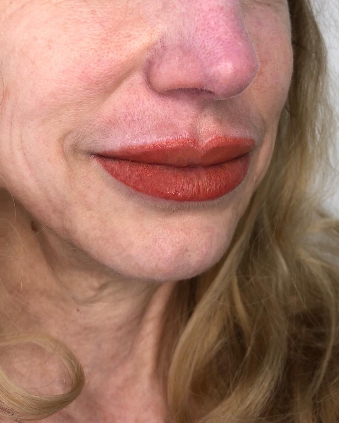 Cosmetic lip liner & color
