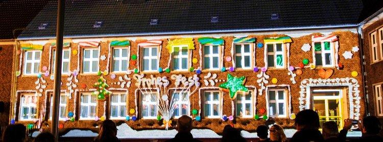 projection-mapping-fassadenprojektion-weihnachtsshow-hu-ckelhoven-tnl-1.jpg