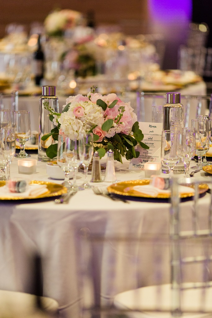 Chic Garden Style Wedding Flowers Bouquets at Plaza Antique Montreal