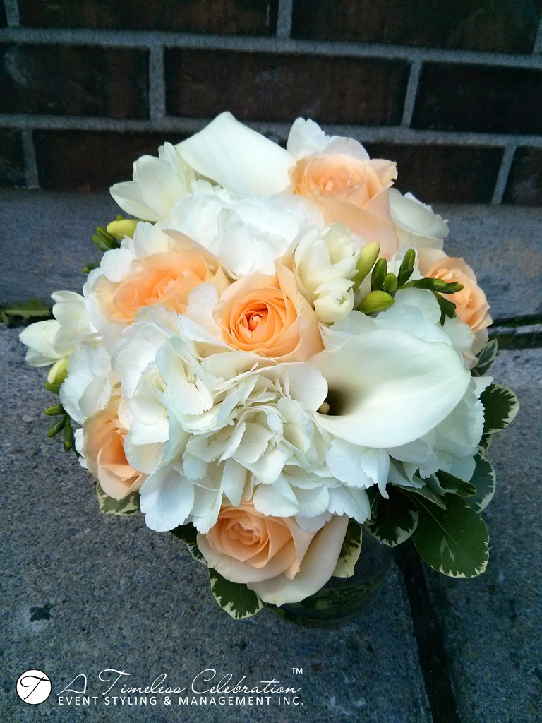 modern chic wedding ceremony peach white flower bouquet le challenger montreal