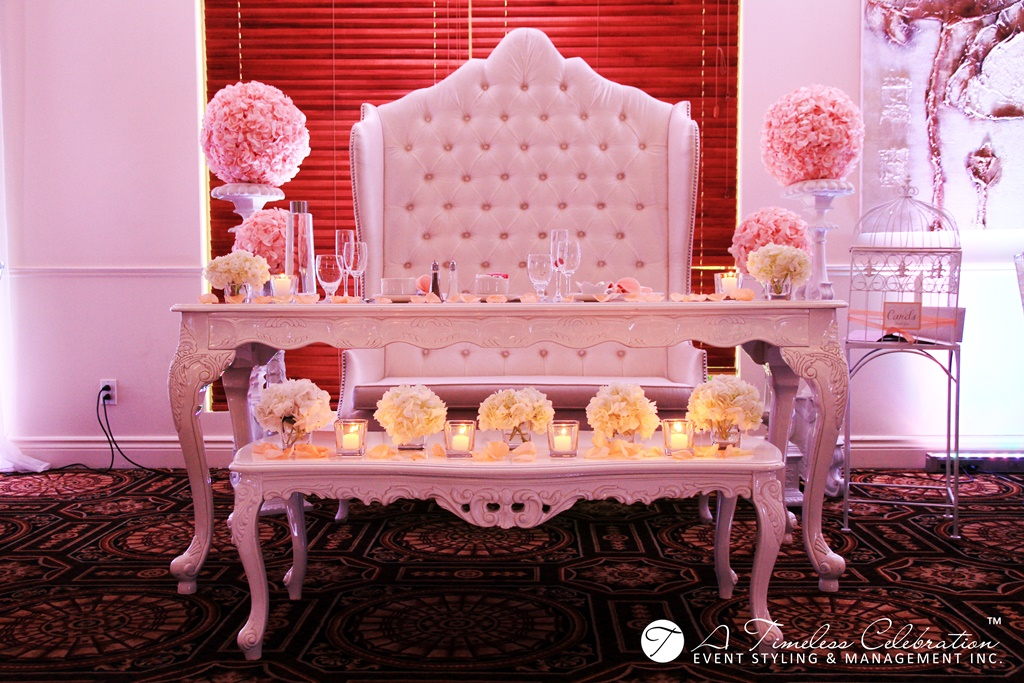 modern chic wedding reception peach white flower sweetherat head table le challenger montreal