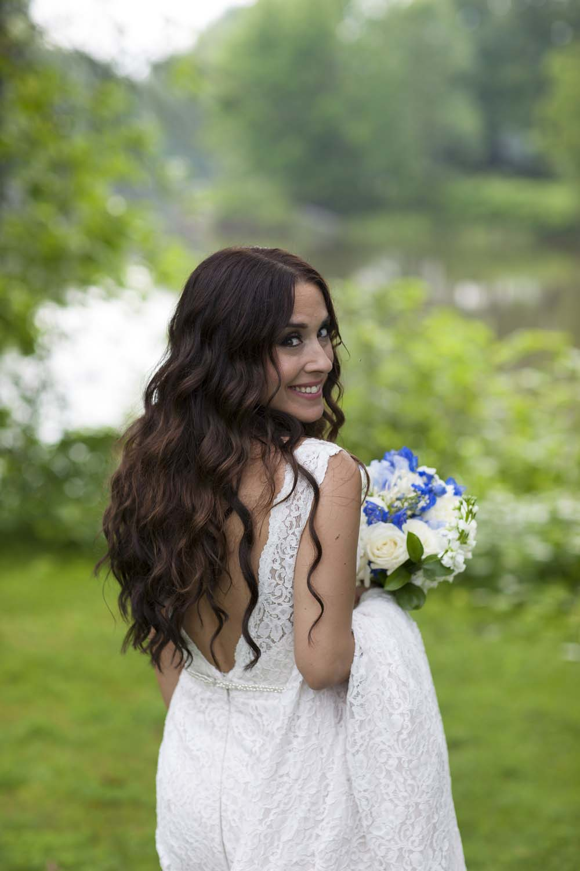 blue white rustic summer woodsy wedding ceremony reception flowers L'Oasis De L'ile montreal bouquet