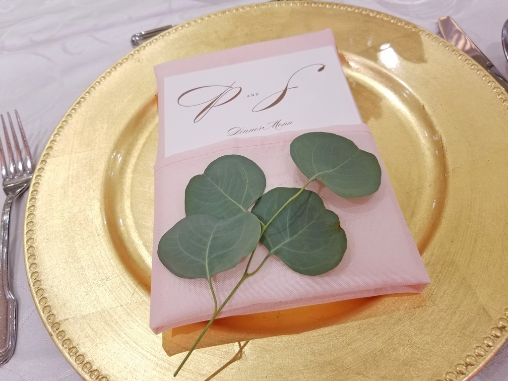 Montreal Wedding Reception Rustic Flower Details Rentals Gold Charger Plate Hotel Spa Mont Gabriel