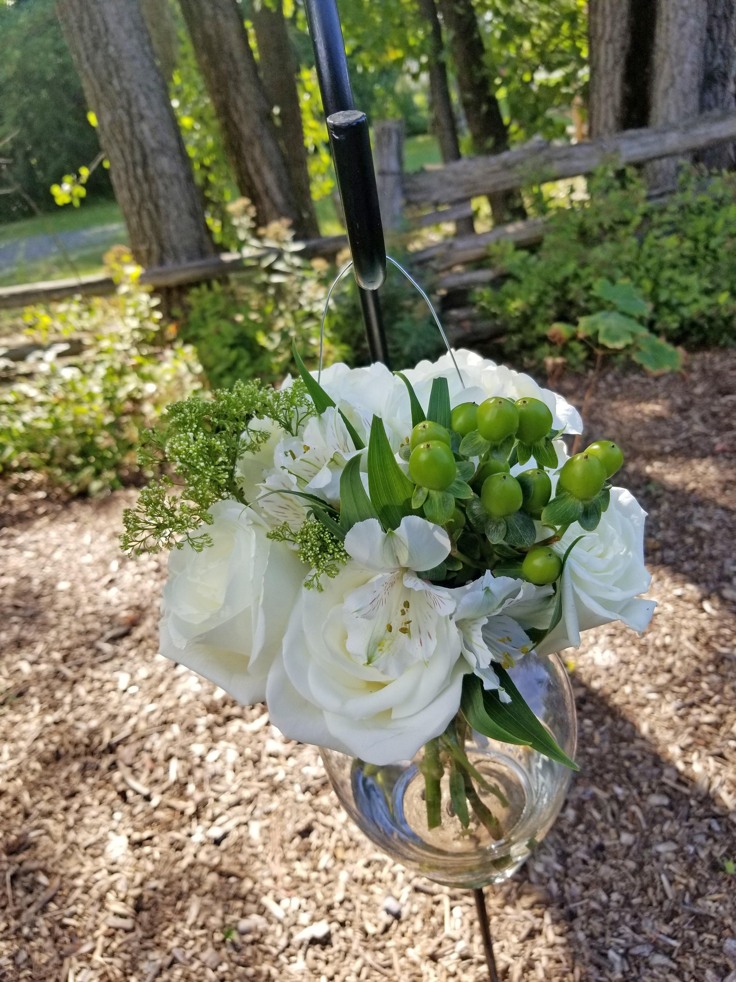 Natural Organic Montreal Wedding Pointe du Moulin Florist Flowers 20180819_153746.jpg