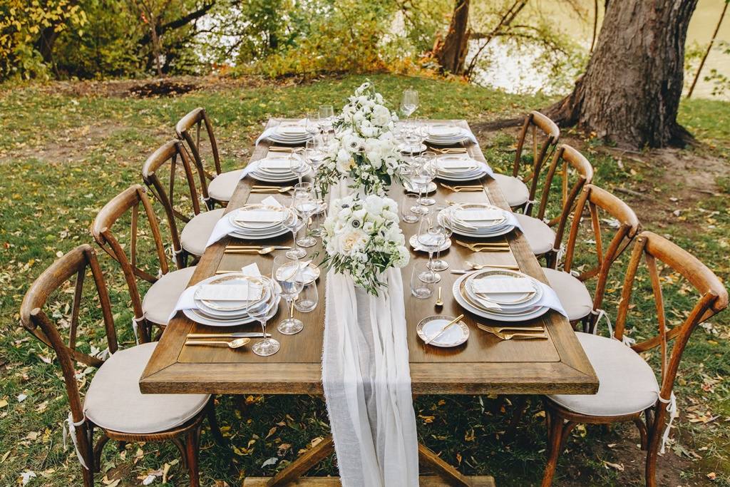 Outdoor Garden Wedding Reception Table Setup Inspiration | Montreal A Timeless Celebration