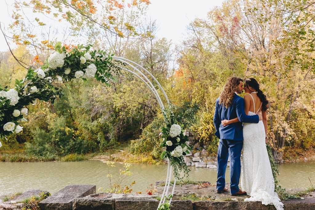 Outdoor Wedding Ceremony by the River Garden Natural Organic Circle Arch | Montreal A Timeless Celebration