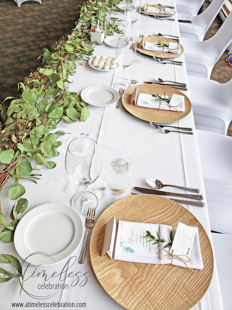 Leaf Runner Garden Style Wedding Wood Charger Plates Montreal Wedding Florist 1.jpg