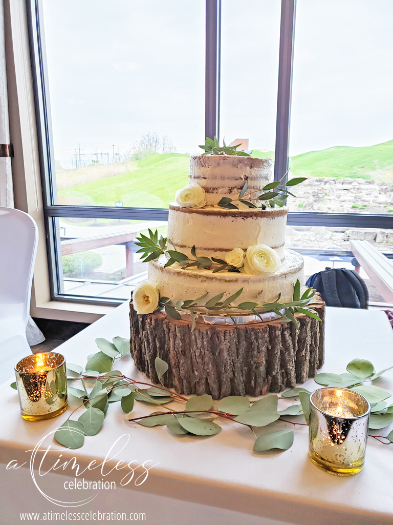 Nake Cake with Leaves and Flowers on Wedding Cake Montreal.jpg