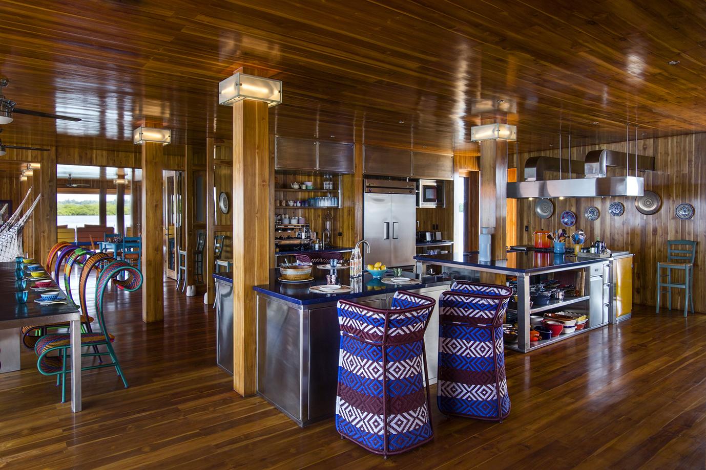 36-Kitchen bar- c.jpg