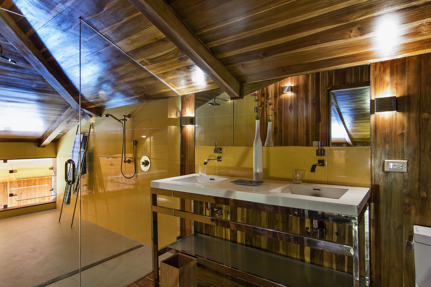 50-Bocas attic suite- bathroom - c.jpg