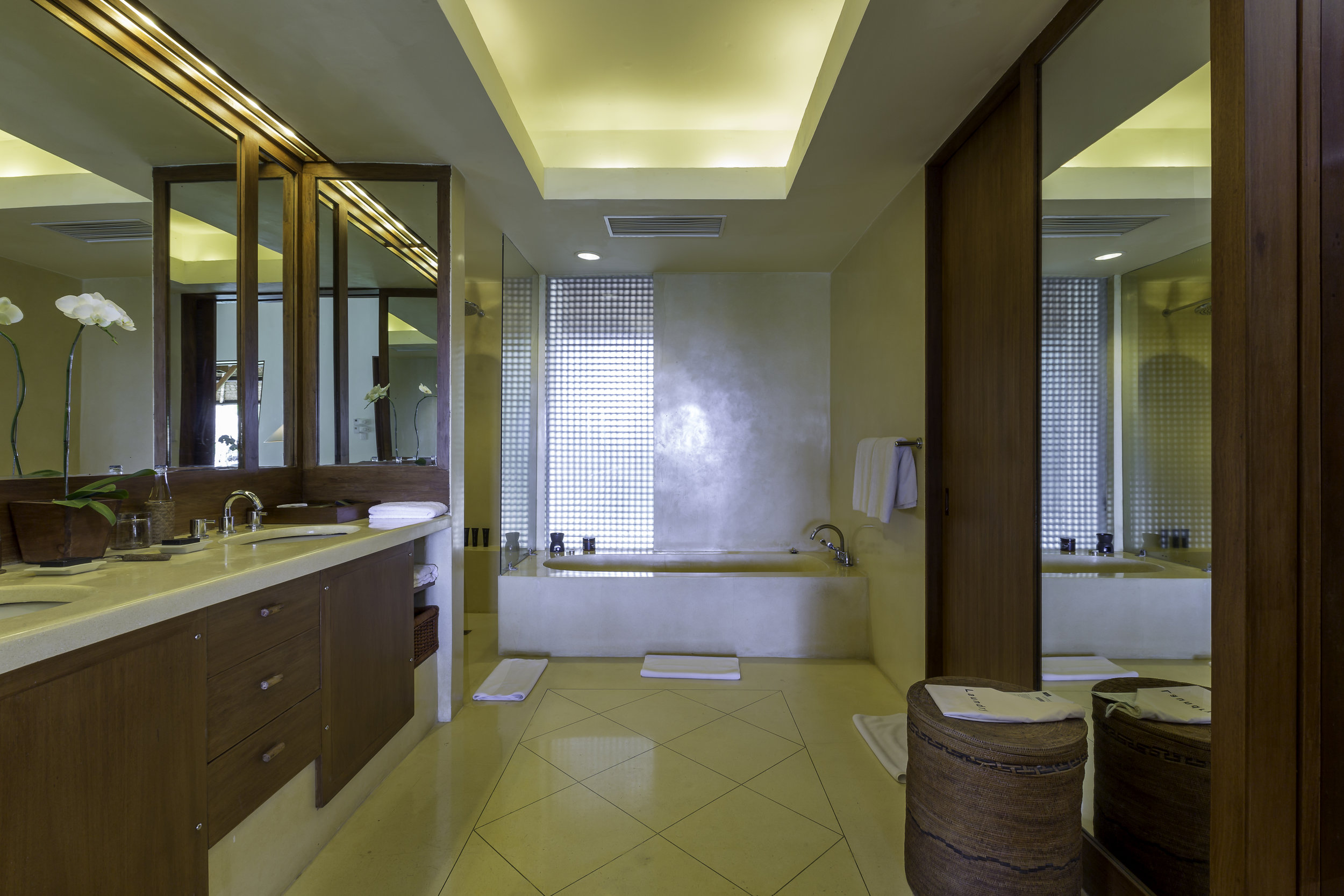 Alila Manggis - Accommodation - Seaside Suite Bathroom.jpg