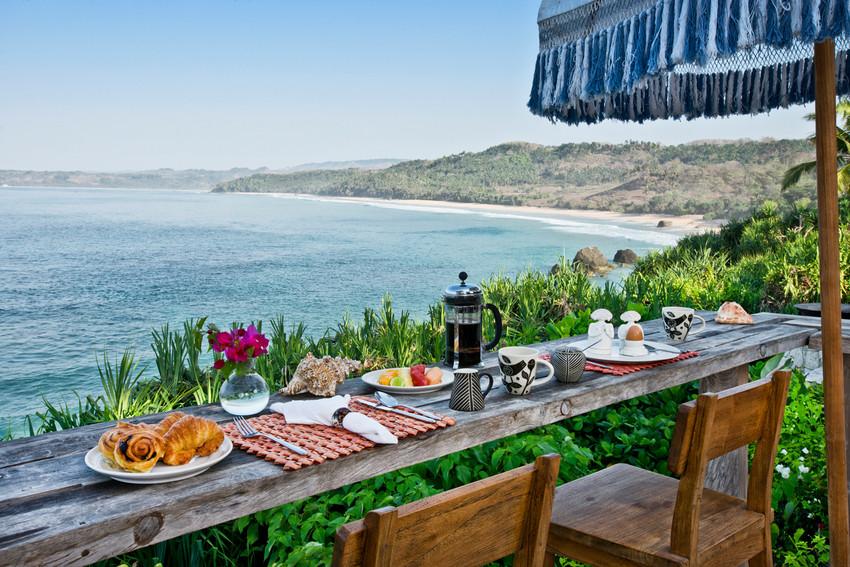 RS63_Ombak restaurant - breakfast with beach view 2-scr.jpg