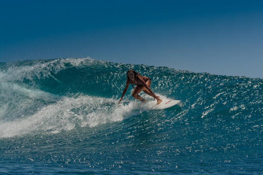 RS267_surf_woman-scr.jpg