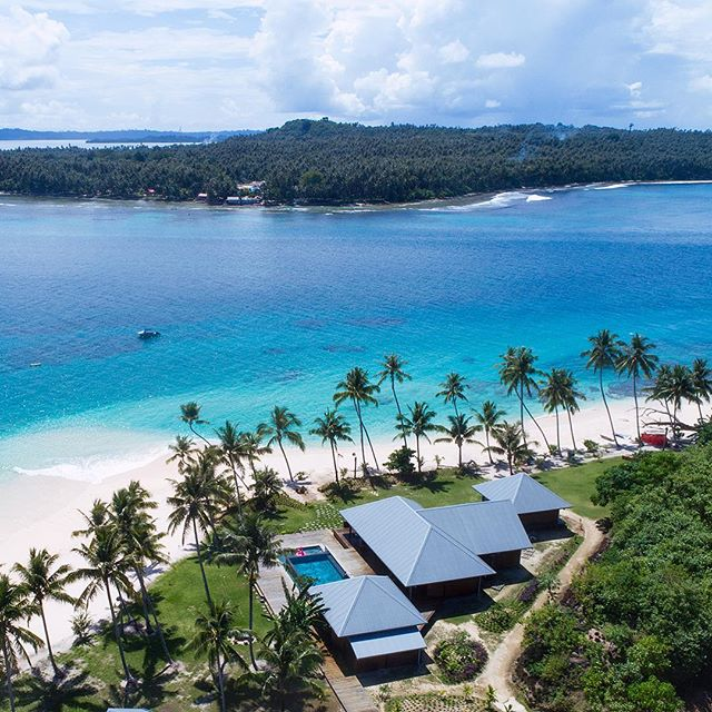 Paradise found, explorers wanted: 08 villas on a 50-acre private private island with some of the most pristine landscapes and perfect, empty surf. Who's in? Availability is scarce, DM or call us. . . . @shadesofseaexpeditions @pinnaclestelo @pegasuslodge #indonesia #teloislands #pinnaclesontelo #surftrip #luxurytravel #familytravel