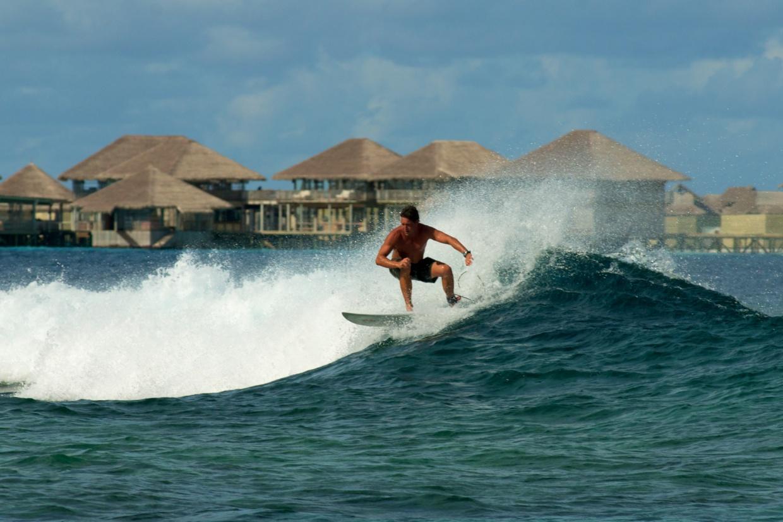 Surfing_[5643-LARGE].jpg