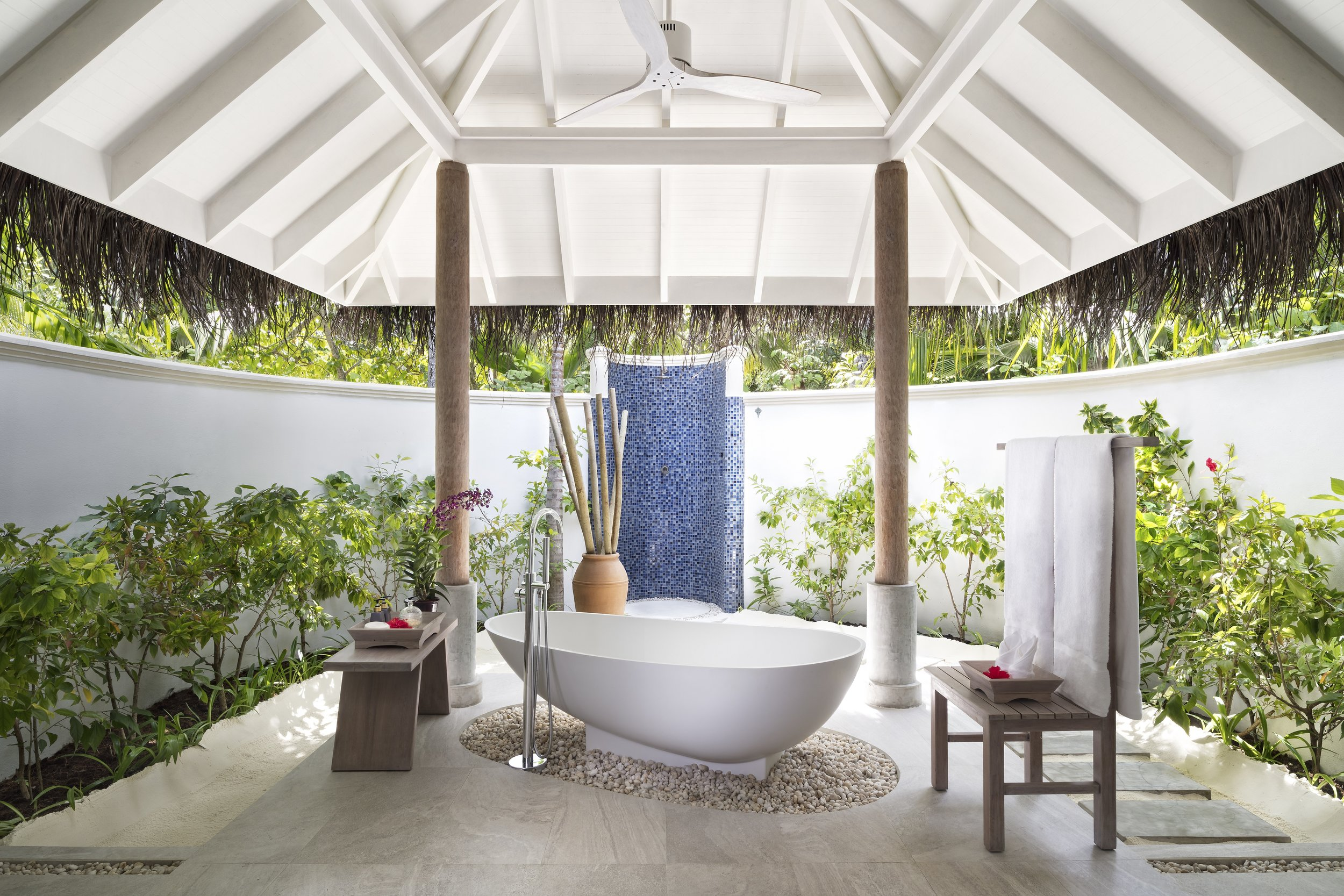 Anantara_Dhigu_Sunset_Beach_Villa_Bathroom.jpg