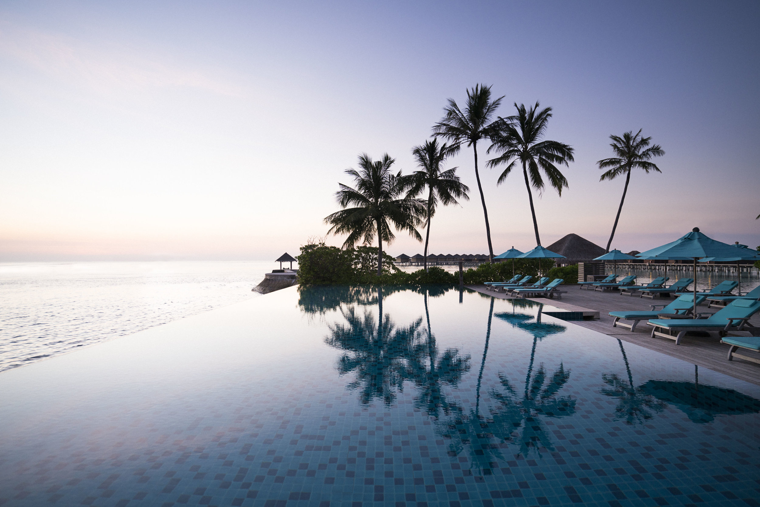 Anantara_Veli_Dhoni_Pool_Sunset.jpg