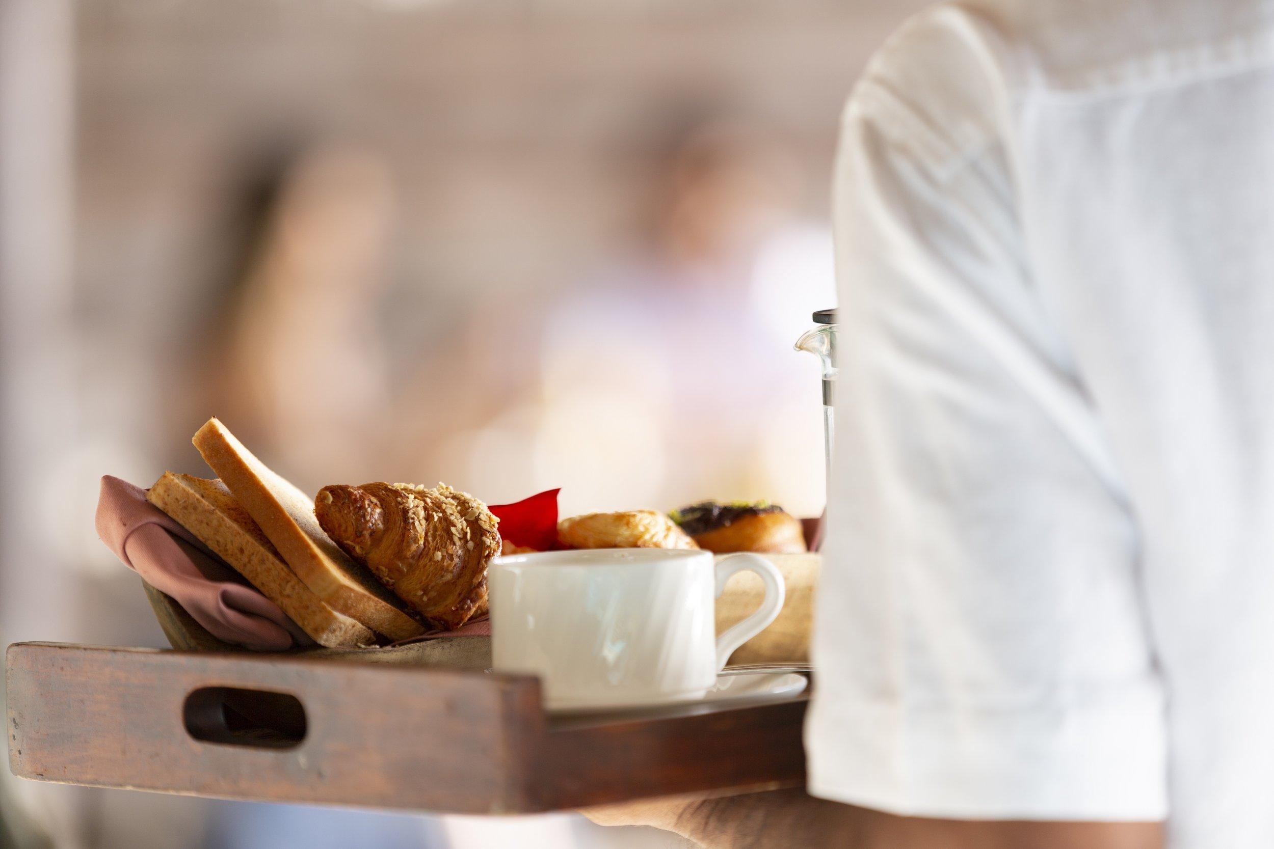 Naladhu_Private_Island_Breakfast_Service.jpg