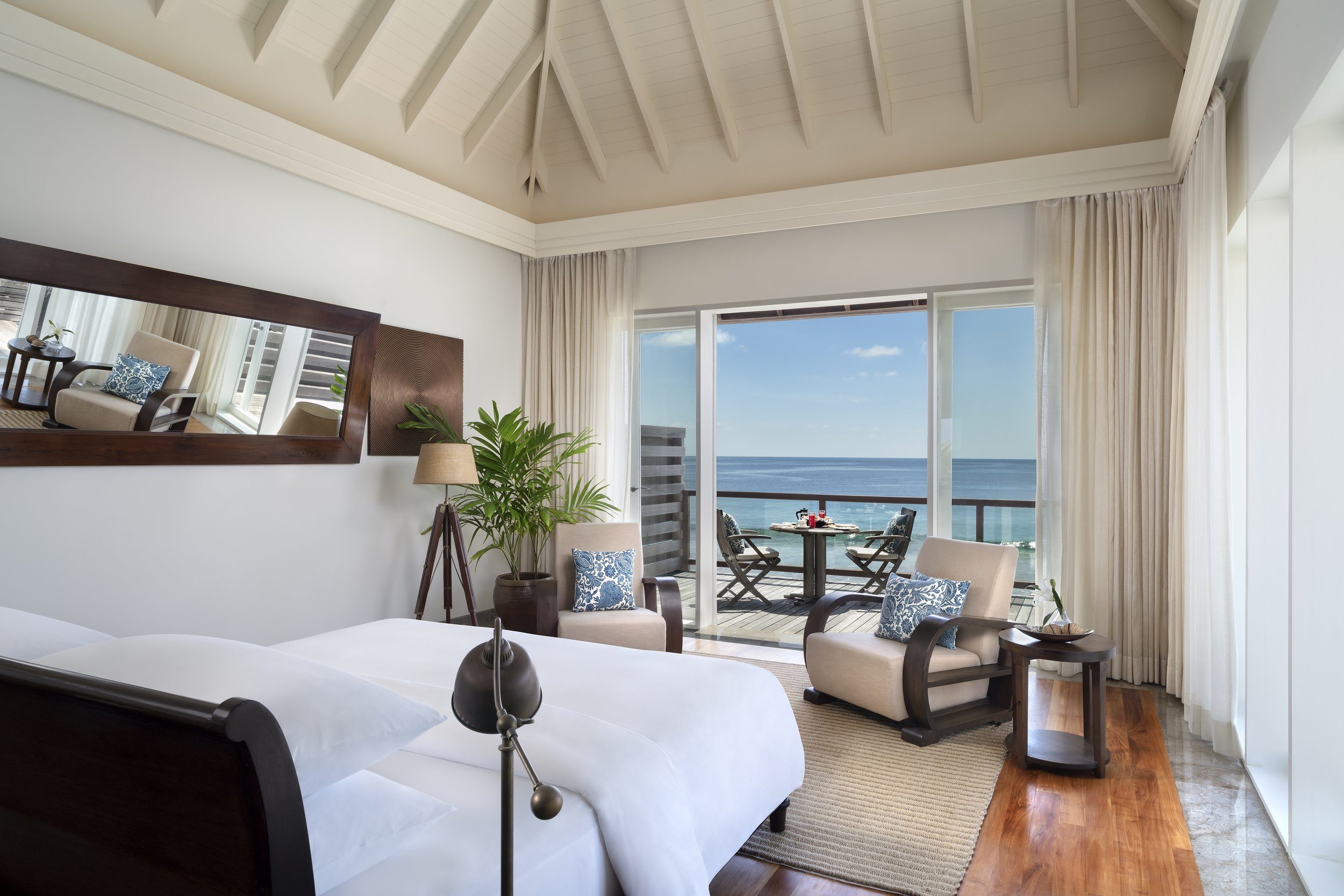 Naladhu_Private_Island_Residence_Master_Bedroom.jpg